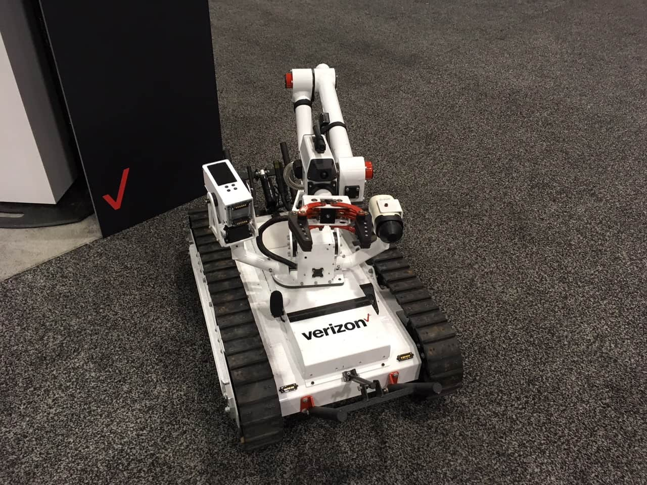 SuperDroid Robots Verizon Mastiff